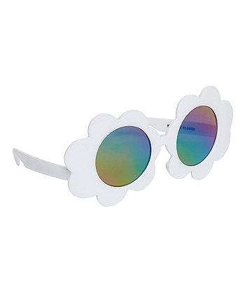 Білі сонцезахисні окуляри з квітами